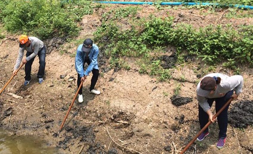 """ไทยพีบีเอสจัดโครงการ """"รวมพล คนอาสา ขอทำดีเพื่อแผ่นดิน"""" สร้างฝายเฉลิมพระเกียรติพระบาทสมเด็จพระเจ้าอยู่หัวฯ"""