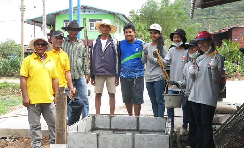 ไทยพีบีเอสจัดค่ายนกอาสาครั้งที่ 6 อาสาติดตั้งถังเก็บน้ำชุมชนใน จ.นครสวรรค์