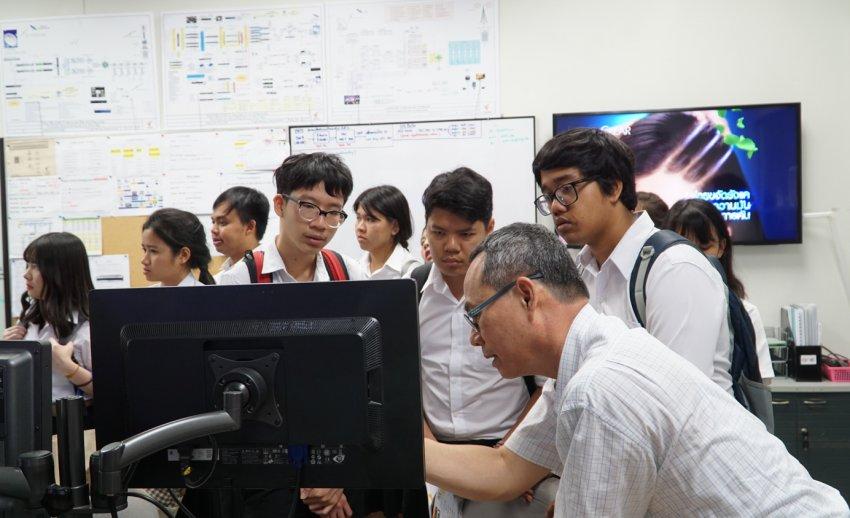 ไทยพีบีเอส ต้อนรับคณะเยี่ยมชมจากคณะวิศวกรรมศาสตร์ มหาวิทยาลัยเทคโนโลยีพระจอมเกล้าพระนครเหนือ