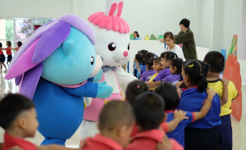 ภาพบรรยากาศ มอบชุดการเรียนรู้และสื่อการเรียนการสอน Thai PBS Learning Shelf  ประจำเดือนกันยายน 2561