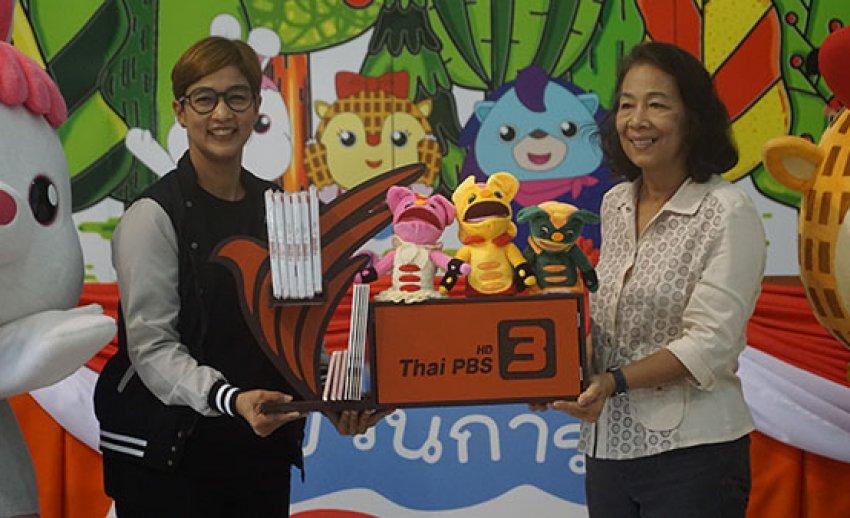 ภาพบรรยากาศ มอบชุดการเรียนรู้และสื่อการเรียนการสอน Thai PBS Learning Shelf