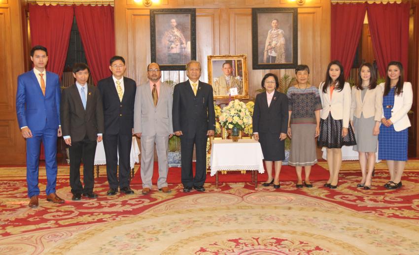 ประมวลภาพคณะผู้บริหารสถานีโทรทัศน์ไทยพีบีเอส ถวายพระพรแด่พระบาทสมเด็จพระเจ้าอยู่หัว