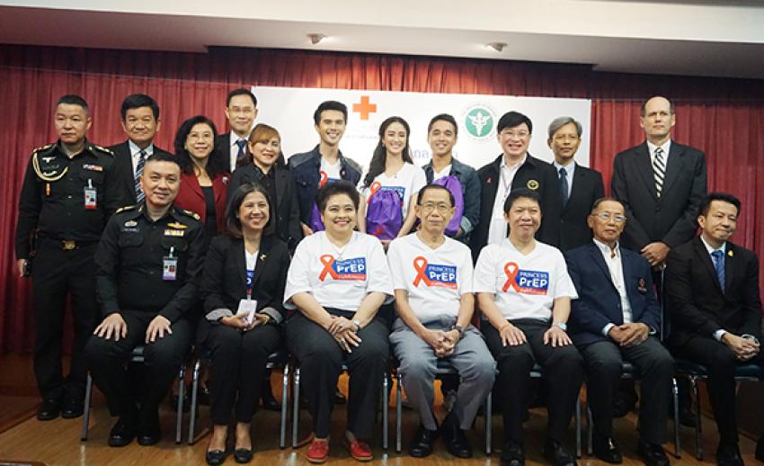 """ไทยพีบีเอสร่วมกับสภากาชาดไทย แถลงข่าวจัดกิจกรรมงาน """"เทียนส่องใจ เนื่องในวันเอดส์โลก"""""""